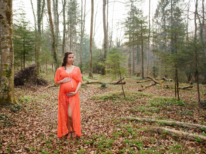 pregnancy-photographer-zurich-winterthur-forest-photoshoot-maternity-amelie-clements