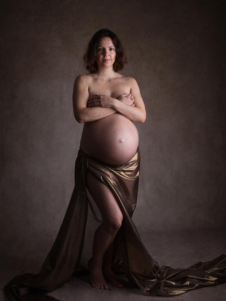 pregnancy-photographer-zurich-photo-studio-portfolio-amelie-clements